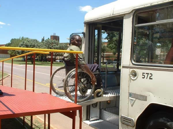 In this version, the bridge piece is mounted under the platform and put into place by the bus driver.<br>This and above photo courtesy of DFID (UK) and CSIR Transportek (South Africa).